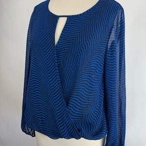 Vince Camuto • Cross Over Long Sleeve Top • Med